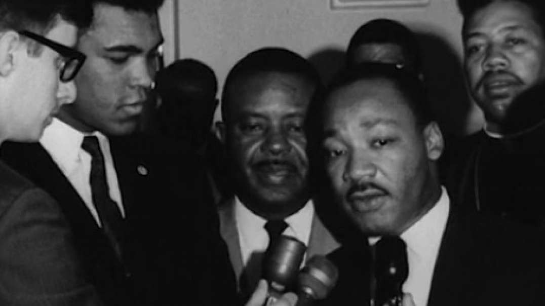 Heavyweight champion Muhammad Ali got together with civil rights leader Martin Luther King